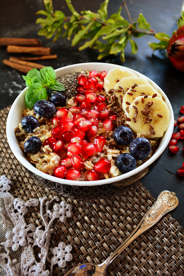 Overnight Oats with Pomegranate Seeds 2